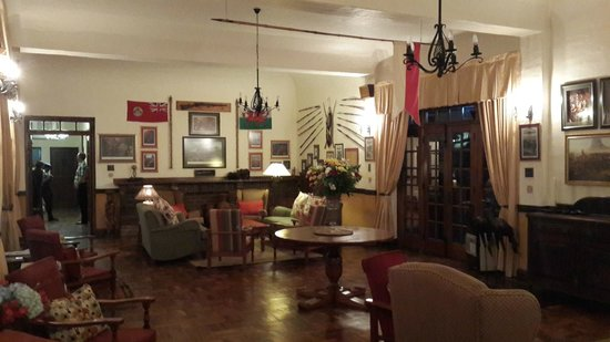 Royal Country Inn : The main lounge, evoking images of the big Game era