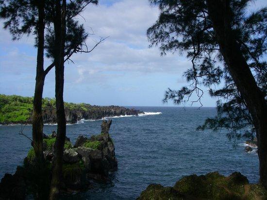 Hana Highway - Road to Hana: Black Sand Beach views
