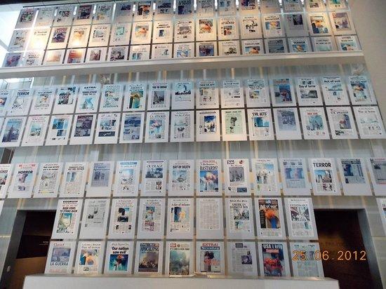 Newseum: jornais do mundo com a capa do 11/09
