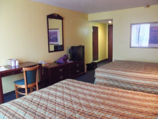 Fifth Season Inn & Suites: Zimmer 220 im Wing
