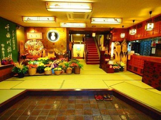 Chuo Hotel: 玄関
