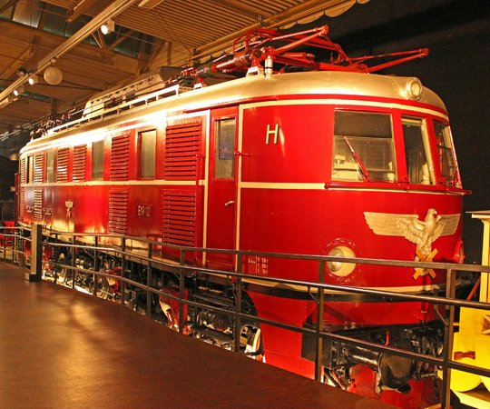 DB Museum: Electric E19 12