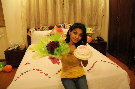 Hanoi Charming 2 Hotel: Smile on her face with surprises from Hotel