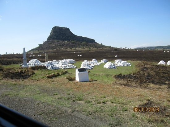 Isandlwana Battlefield: Crouching Lion of Isandlwana, with cairns in the foreground