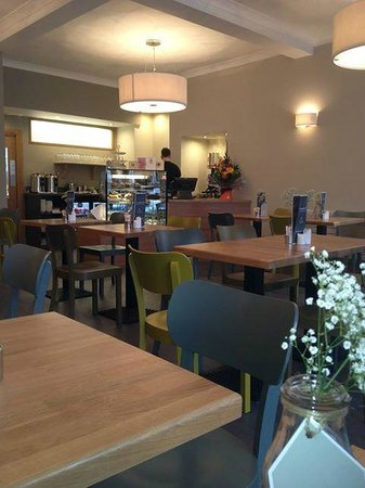 Campbells Coffee House and Eatery: The interior is bright and airy, plenty of room between tables and there's also comfy sofas