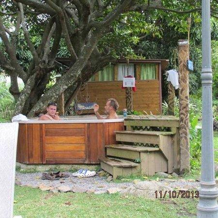 Hostal Refugio del Rio: Common hot tub