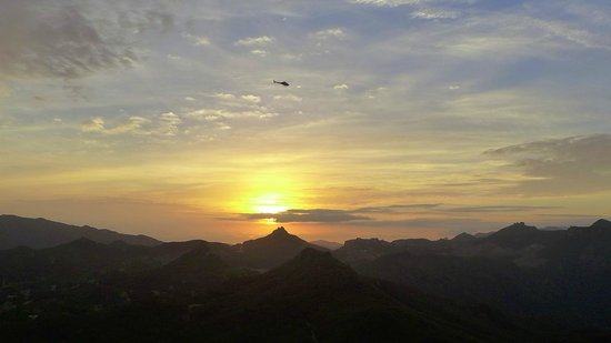 Elite Adventure Private Tours: Approaching the Estate at Sunset