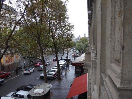 Hotel Victoria Chatelet: Vista do quarto, esquina metro e aluguel de bicicletas