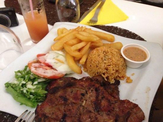 Fast Grill : Cotes de porc riz salade frites