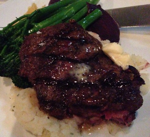 Murrieta's Bar & Grill: 6 Oz tenderloin with black truffle butter