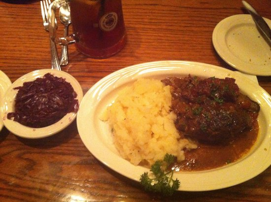 Metzgers German Restaurant: Beef rouladen with German potato salad and German red cabbage