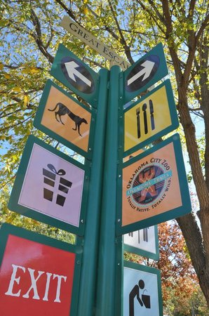 Oklahoma City Zoo: Graphical signage placed in key locations provide directions.