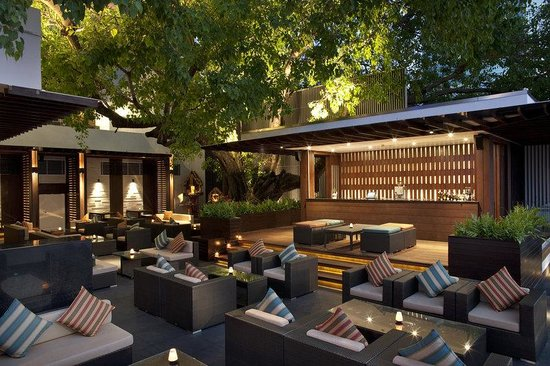 Royal Orchid Sheraton Hotel & Towers : Riverside Grill Restaurant