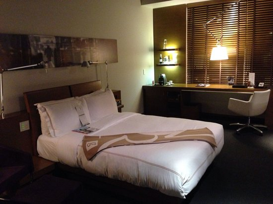 Hotel Le Germain Calgary: Superior Room with Queen Bed