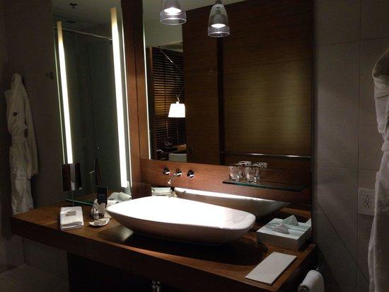 Hotel Le Germain Calgary: Bathroom Sink