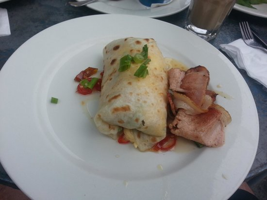 Machine Laundry Cafe: Machine Scambled Egg Roti with Chilli Jam and Bacon