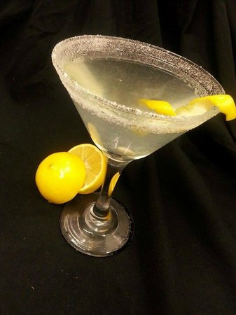 Aqua Reef Euro-Asian Cuisine: Meyer Lemondrop Saketini