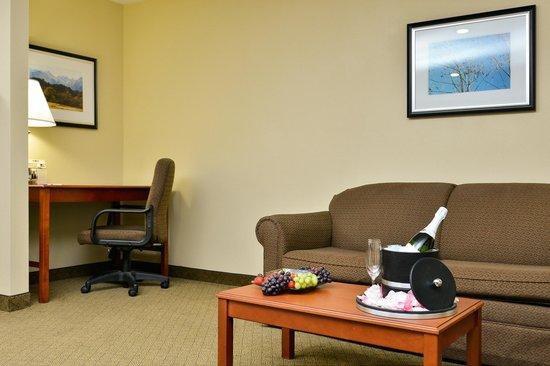 Best Western Canon City : Honeymoon King Suite - Package Deal