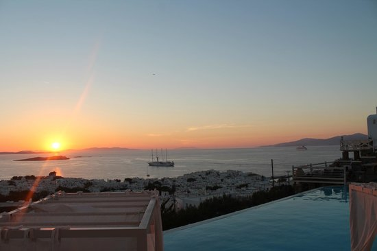 Vencia Hotel : View from our room at sunset