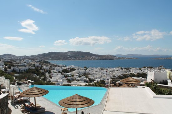 Vencia Hotel: The amazing view over Mykonos town