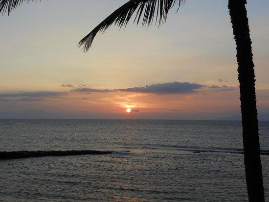 Menehune Shores: sunset on the lanai