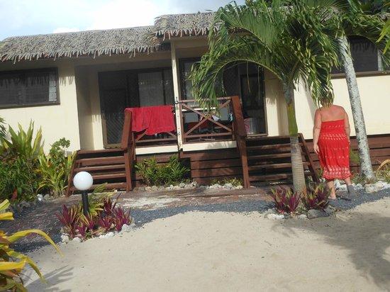 Castaway Resort: Beachfront villas 6 & 7