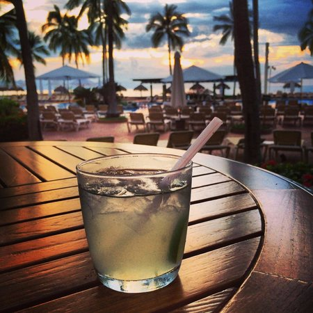 Sheraton Buganvilias Resort & Convention Center: Margaritas on the lobby deck