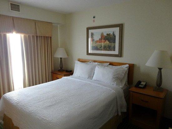 Residence Inn Detroit Novi: ベッドルーム