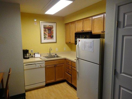 Residence Inn Detroit Novi: キッチン