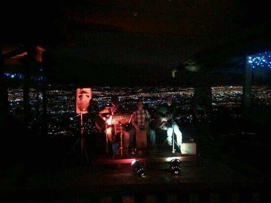 Mirador Tiquicia: Live band with the great view