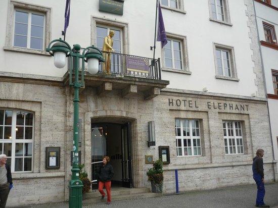 Hotel Elephant: Hotel Entrance