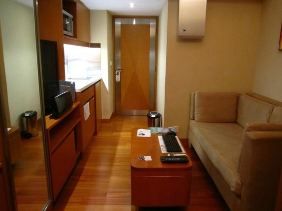 CHI Residences 314: Small but cozy room