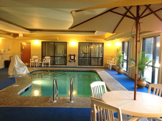 Comfort Suites Gulfport: POOL AREA