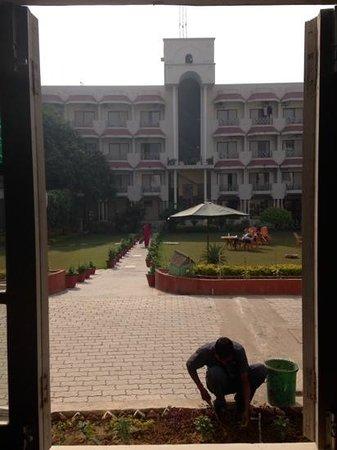 Hotel Surya, Kaiser Palace: morning view during breakfast
