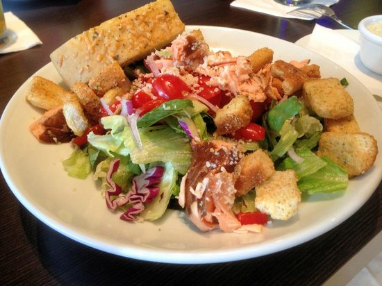 Oliveto Italian Bistro: The salmon salad at Oliveto is outstanding!