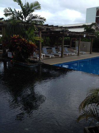 Tanoa Tusitala Hotel: Pool (viewed from the bar)