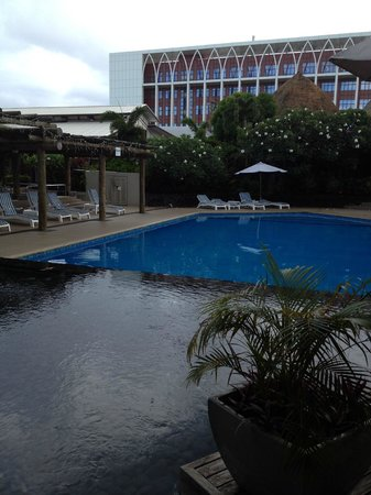 Tanoa Tusitala Hotel: Reflection pool and swimming pool
