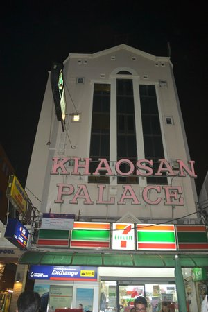 Khaosan Palace Hotel: exactly in the busy street of khaosan