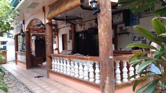 Dave's Straw Hat Inn: reception
