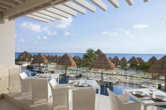 Beloved Playa Mujeres: Isla Grill Restaurant