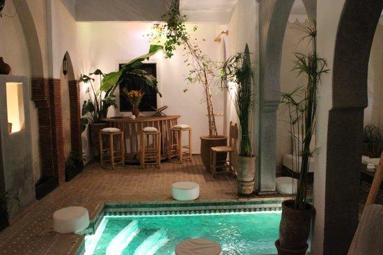 Riad Shambala : la piscina nella corte