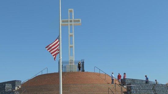 Mount Soledad : это сам монумент