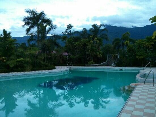 Dolce Vita di Jo Resort : Adult swimming pool, amazing views of Mount Halcon, especially in the early morning