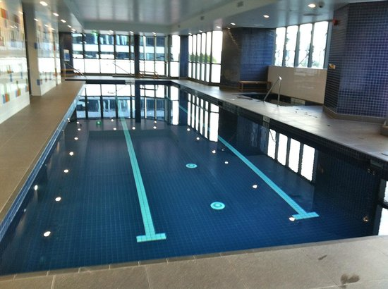 Indoor pool - Picture of Meriton Suites Herschel Street ...