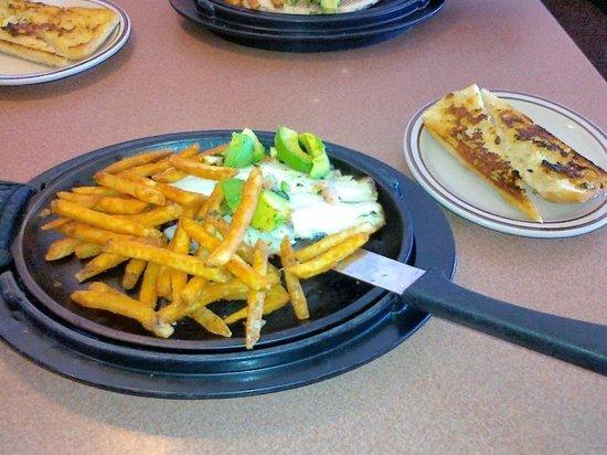 Denny's: 13 USD - рыба, картошка, лимонад