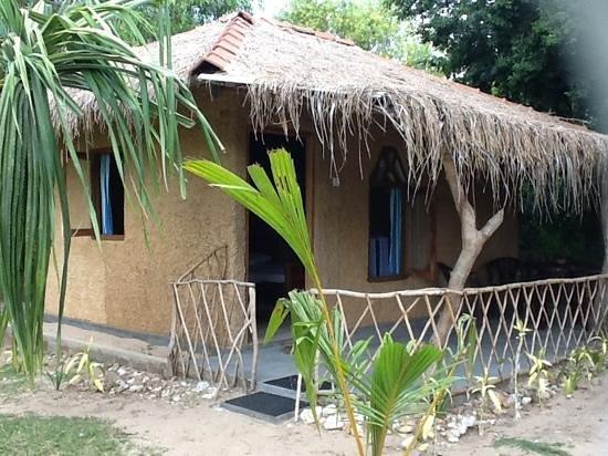 Cinnabar Resort: clay hut