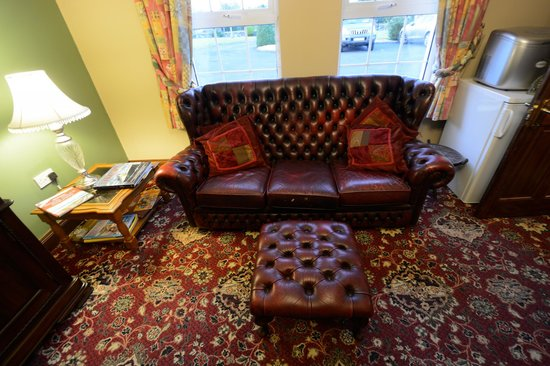 Avarest Bunratty B&B: the sitting area in lounge adjacent to the dining room