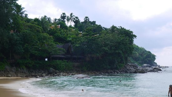 Ruam Thep Inn: Snorkling at the left end of the beach