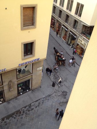 Hotel Por Santa Maria: View of the street below - from the 4th level