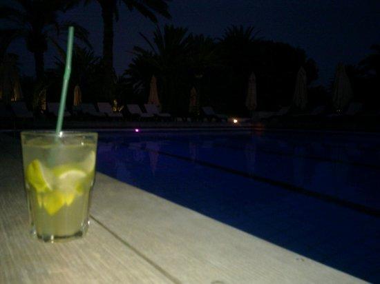 Club Med Djerba la Douce: apéro caipirinha avec un peu de sprite :)  'cheers'!
